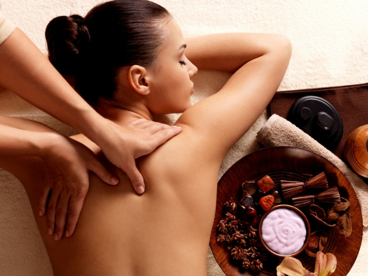 Full Body Massage, Sauna, Steam Bath and Jacuzzi