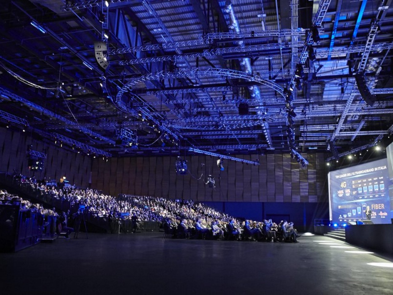 A last-minute Sales Convention for 2000 people